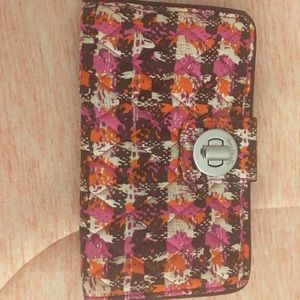 Style Turnlock Wallet